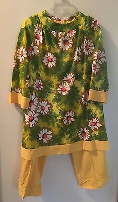 Very Vintage (70s) Pajama Set, Yellow Bottoms Print Top, 3/4 Sleeves, Size M