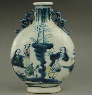 The old blue and white porcelain painting porcelain vase in ancient China