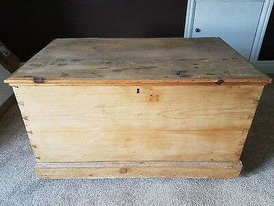 Antique pine bedding box
