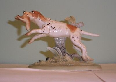 Vintage Napco English Pointer hunting dog porcelain figurine with bird in mouth
