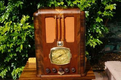 Rare Magnificent Late 1930's Art Deco Courtenay Tombstone Timber Valve Radio