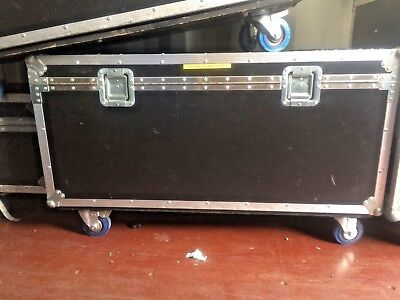 Flightcase with wheels.  Approx 110 x 56 x 51 cms - General purpose road trunk