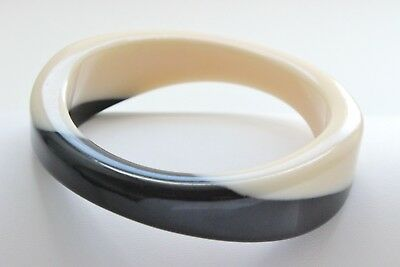 Vintage MOD TAPERED CHUNKY THICK Black & Cream Lucite Bangle Bracelet WAVY
