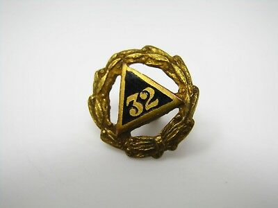 Vintage Collectible Pin: 32 Mason Triangle Wreathe Design Masonic
