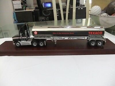 Franklin Mint Limited Edition Texaco Mack & Fuel Tanker