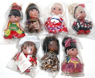 """Disney """"It's A Small World"""" Precious Moments 3rd Edition 5"""" Doll Set of 7 SIGNED"""