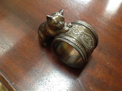 English Victorian Silver Plated Napkin Ring with Etching and playful cat figural