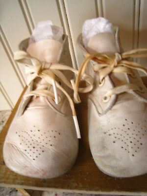 VINTAGE 1950'S Baby/Toddler White Leather Shoes - Sweet and Soft