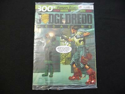 Judge Dredd Megazine no 300 with supplement STILL SEALED with America (LOT#2141)