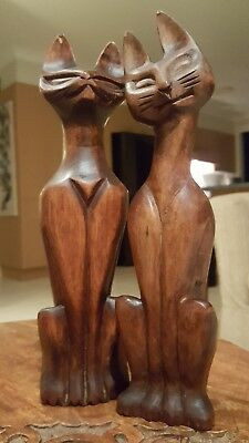 Vintage Wooden Pair of Cats.POSTAGE  INCLUDED (Anywhere Within Australia)