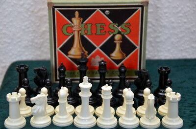 Alte Schachfiguren England Chess The Chad Valley Co. LTD Kunststoff + Schachtel