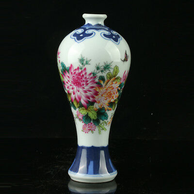 Chinese Porcelain Hand-painted Flowers & Butterflies Vase W Qianlong Mark R1109
