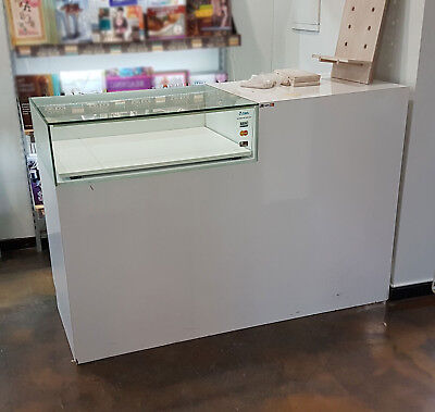 Modern Gloss White Retail Shop Counter With Glass Display Drawer - Glass Cracked