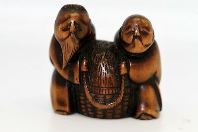 "Japanese netsuke ""Old couple holding basket"" box wood made EDO period"