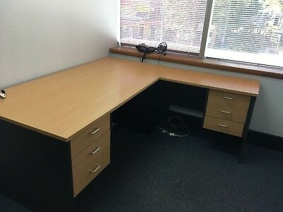 Large desk with return and two sets of drawers