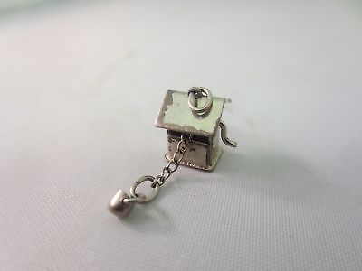 Vintage Sterling Silver Antique Movable Wishing Well Charm Pendant