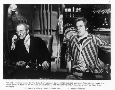 AT THE EARTH'S CORE - PETER CUSHING - DOUG McCLURE - VINTAGE PHOTO #5