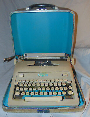 Vintage Royal Heritage Typewriter w/ Hard Case Estate Fresh Typing Machine