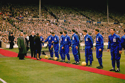*stunning Photo* Leicester 1961 Fa Cup Final Line Up (Lei-046)