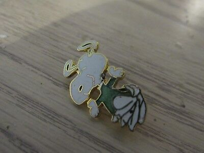 Vintage Snoopy Lapel Pin,very good,free shipping