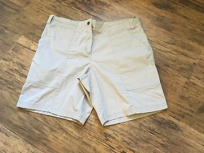H&M beige maternity shorts (size medium)