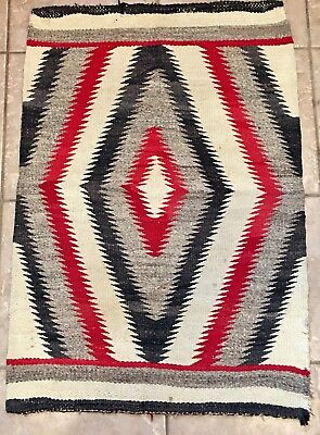 EARLY NATIVE AMERICAN INDIAN NAVAJO RUG EYE DAZZLER HANDWOVEN c. 1900's