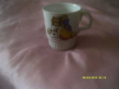 Vintage Pottery 'Old mother Hubbard' cup