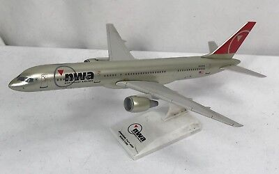 Northwest Airlines 757-300 Aircraft Display