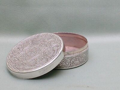 PRETTY ANTIQUE / VINTAGE PERSIAN ISLAMIC SILVER BOX. MARK TO BASE & LID. 89 g