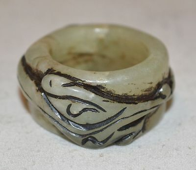 China Old Nature Jade Stone Jewelry Archer Thumb Ring Hand Carved Beast Pattern