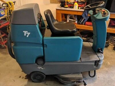 Tennant T7 Riding Sweeper Scrubber Warehouse Cleaner Advance