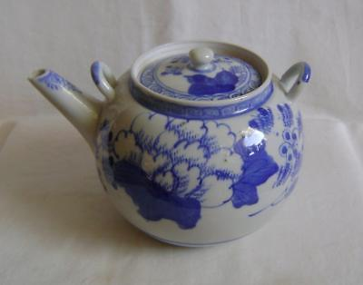 C19th Japanese Blue & White Arita Porcelain Teapot : Larger Size, No handle a/f
