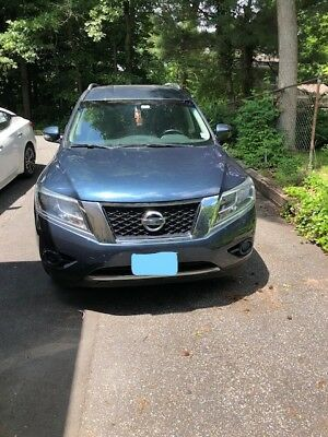 2013 Nissan Pathfinder  Nissan Pathfinder 2013 4WD SV, Blue, looks and drive great