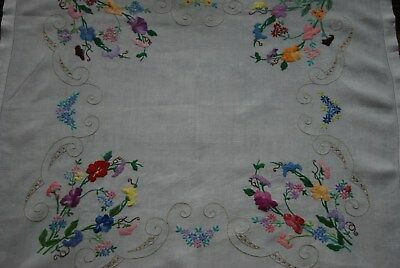 """ExquisiteVintage HandEmbroidered Tablecloth (31""""x32"""") LovelyCondition"""