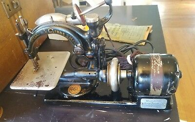 Willcox & Gibbs Antique Sewing Machine Wood Spools & Manual in working condition
