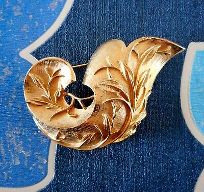 Vintage Gold Tone Metal Curl Raised Leaf Design Brooch Signed Sarah Coventry