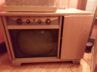 Vintage General Electric Cabinet Television ..Blonde color..