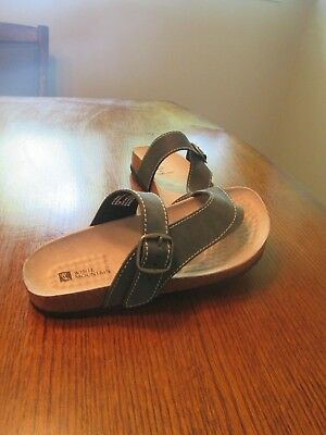 eff4d6a0e9eedb WHITE MOUNTAIN CARLY White Leather Slides Sandals 6M Great Pre-Own ...