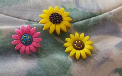 Lot of 3 Daisy flowers charms for Crocs clog shoes or wristband bracelet. New.