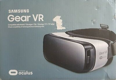 Samsung Gear VR. Frost White. Powered by Oculus. New in Box.