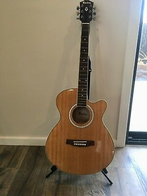 Guitar Monterey model no. MAC-25TNPAK- guitar stand - guitar tuner - guitar case