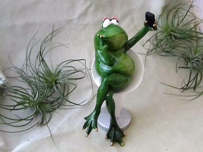 GREEN FROG SELFIE CELL PHONE PEACE SIGN TEXTING Garden Sculpture FREE SHIPPING
