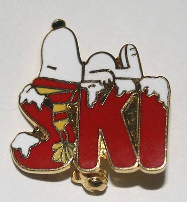 1958 United Feature Syndicate Peanuts Gang SNOOPY SKI PIN Colorado Mountains DOG