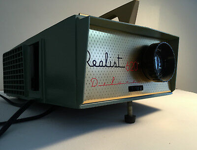 Realist slide projector for 620 size slides.In great condition,works perfectly