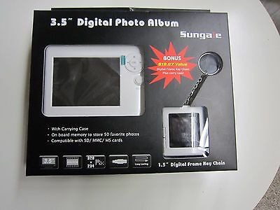 "Sungale PA351 3.5"" Digital Picture Frame"