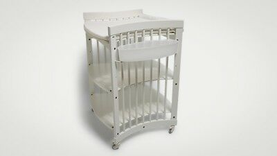 Stokke Change table, White, Immaculate condition, with 2 plastic trays / basket