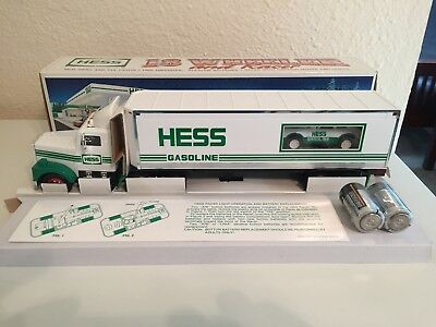 1992 Hess Toy 18 Wheeler and Racer with Box & Batteries