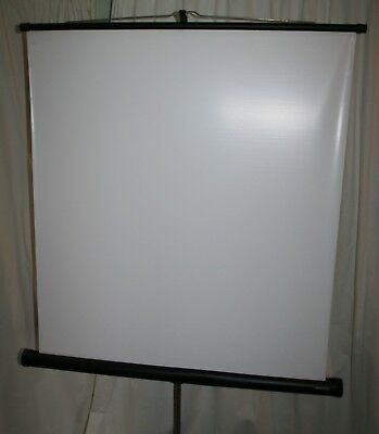 Arctic Universal Free Standing Projection Screen