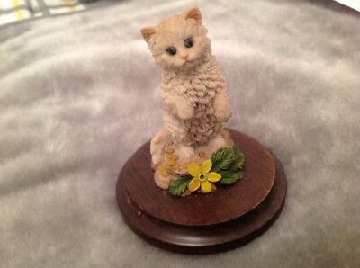 Cat Ornament By Country Artists Stratford Upon Avon On Wooden Plinth