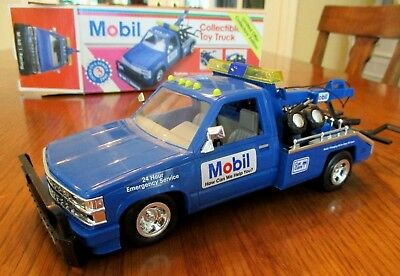 Mobil 1995 Wrecker Tow Truck Toy 1:24 Scale Limited Edition NEW in box